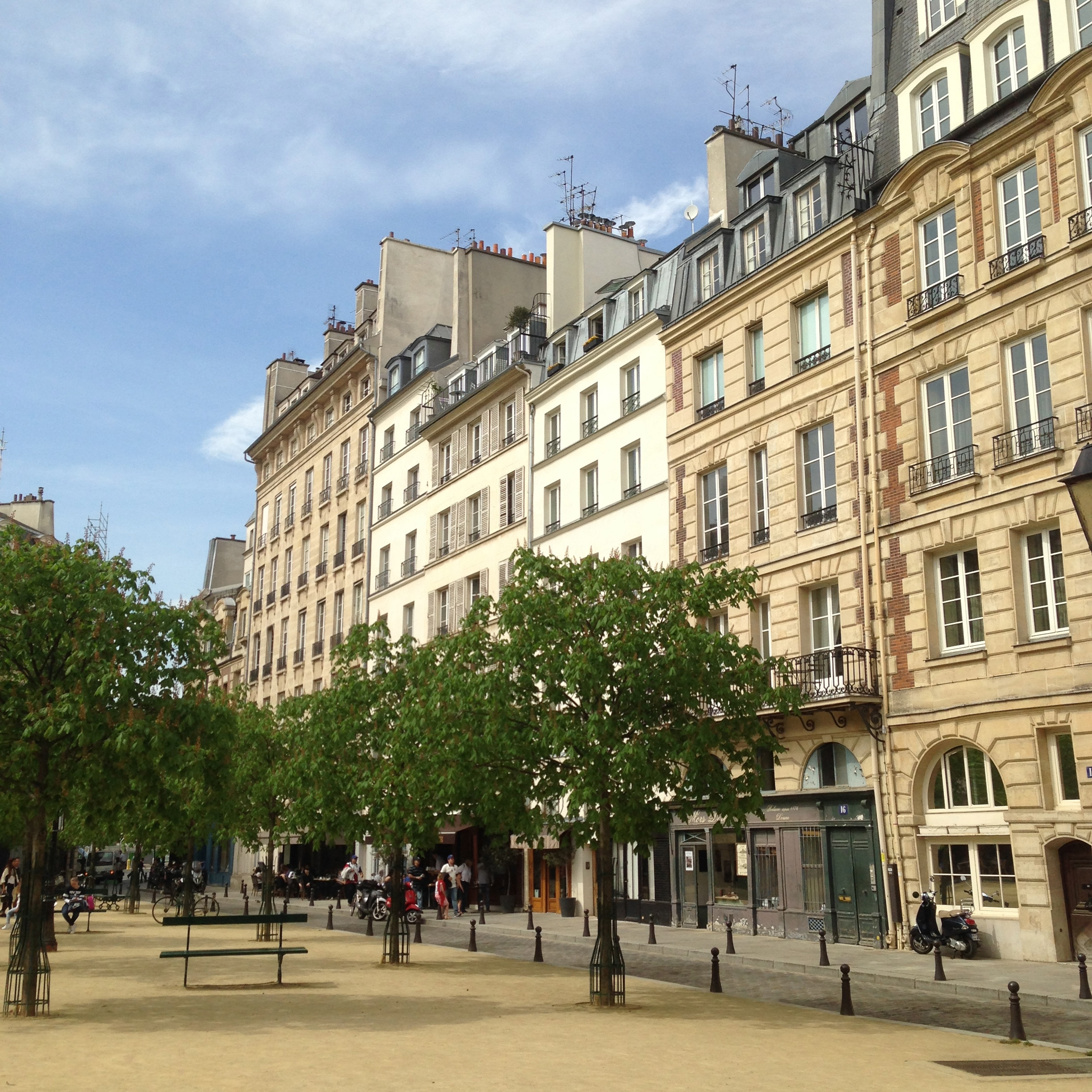 RESTAURANTS 1. Place Dauphine