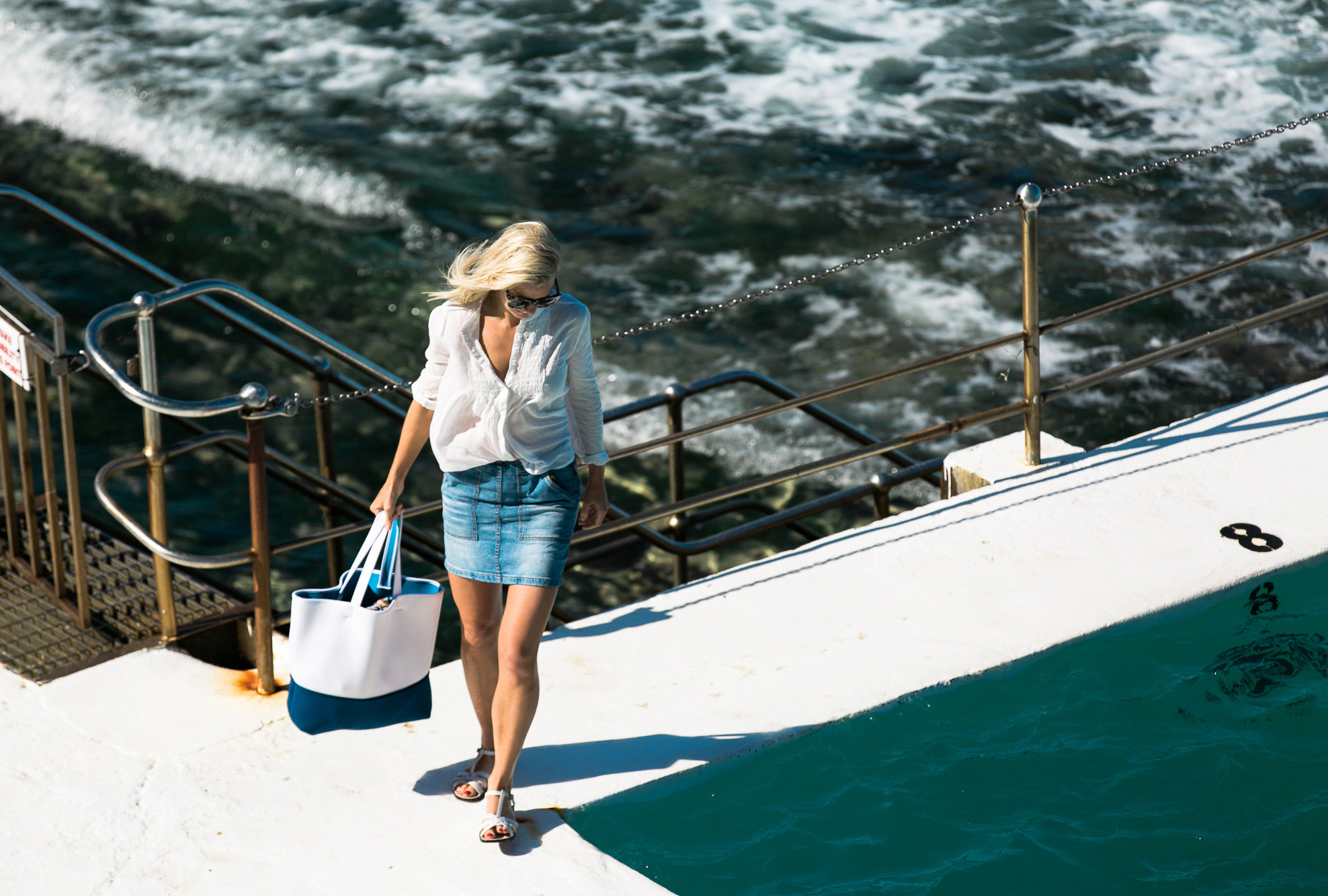 The Wear-Everywhere Neoprene Tote You Need This Summer