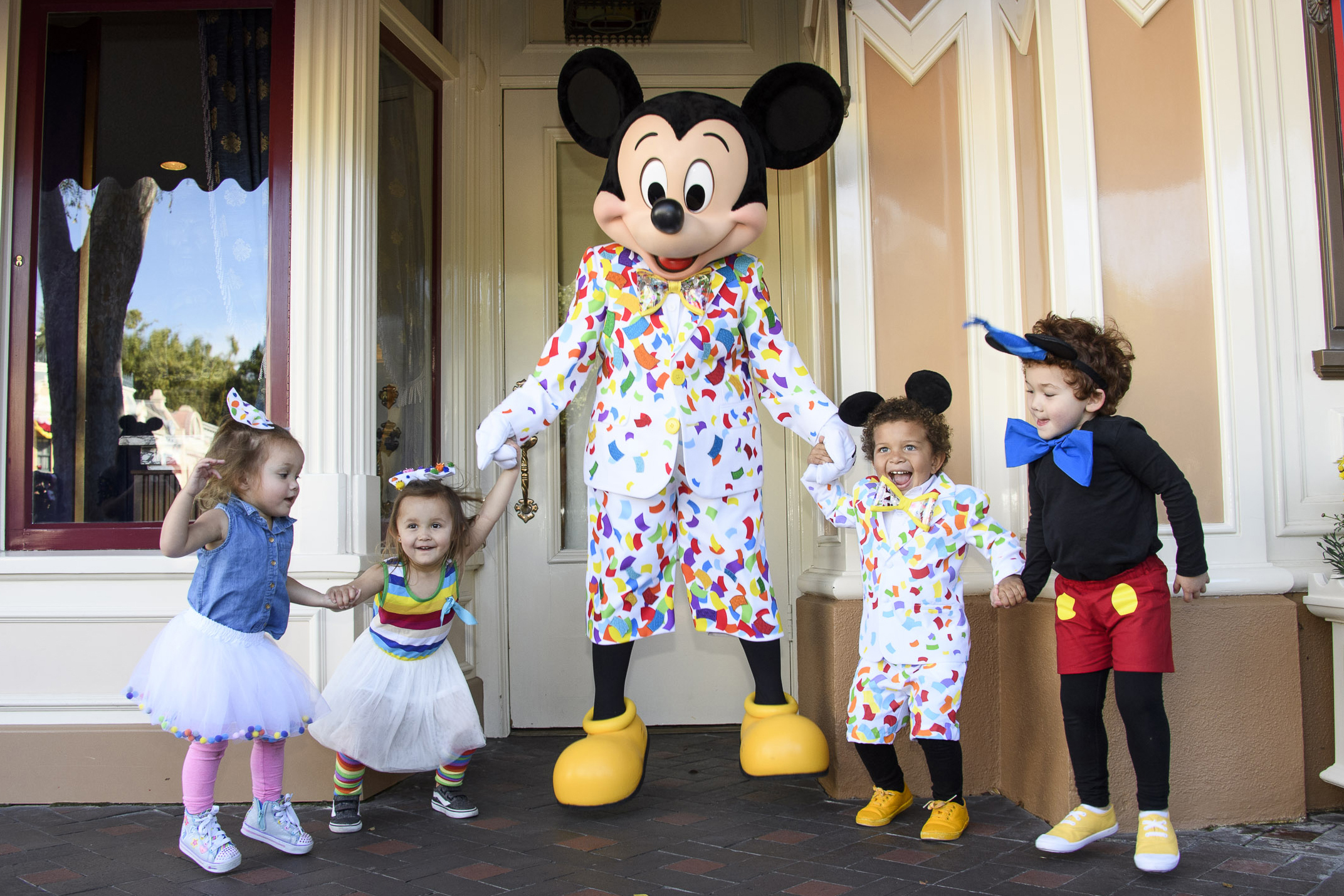 A Guide to Doing Disneyland With Your Family, Your Wallet and Your Wits Intact